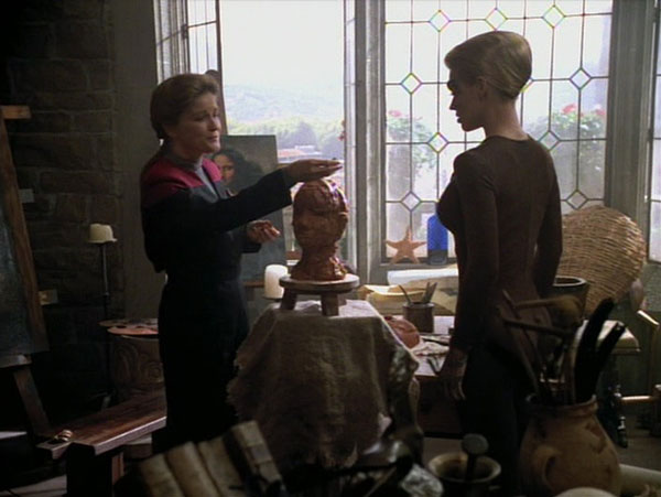 Janeway_and_Seven_sculpting